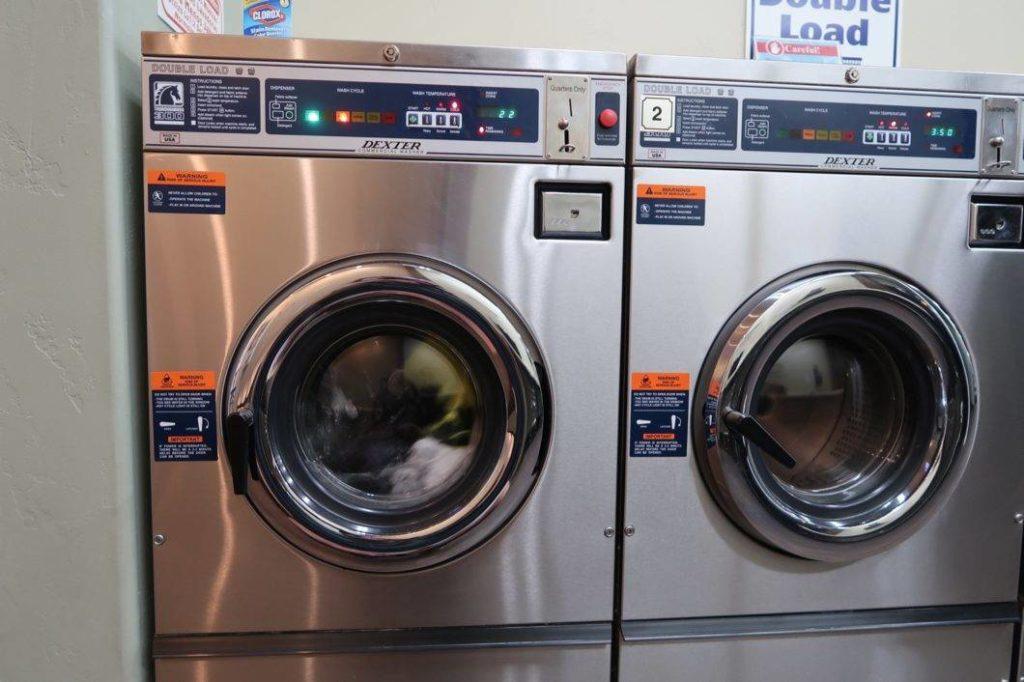 laverie seche linge machine à laver camping nature ferme